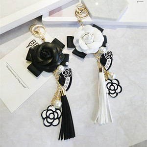 2020 Keyring Black White Leather Camellia Flower Keychain Women Fashion Flower Key Chains llaveros flore Bag Charms