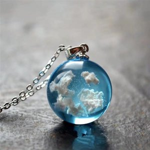 Karanlıkta Reçine Topu Boncuk Blue Sky ve Kadınlar İçin Beyaz Bulutlar kolye kolye Link Zinciri Roman Tasarım kolye içinde BOEYCJR Glow