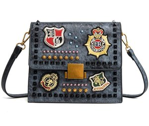 2018 Female bag Casual fashion woman bag Metal chain Ladies handbag PU Cross Body Shoulder Bags Totes modern girl A37
