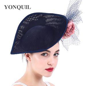 Las mujeres se visten Fascinators sombreros de las señoras para las bodas Iglesia Sinamay Fedora pluma blanca pastillero sombrero con velo vendimia de las señoras Derby Hats SYF294