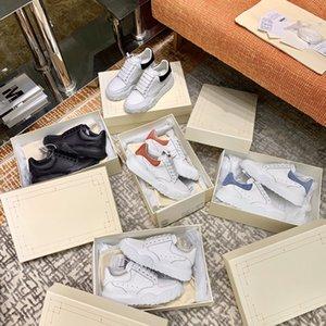 Daim design 2020 Hommes blanches réfléchissants Femmes Classic Platform Baskets Noir Entraîneurs Noirs pour Casual Cuir Nouveaux Chaussures plates Chaussures 35 Aahh