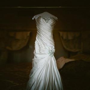Büyüleyici Illusion Boyun Çizgisi Beyaz Mermaid Gelinlik Dantel Aplikler Kristal Boncuk Uygun Fiyatlı Gelinlik Lace Up Geri Gelin Törenlerinde