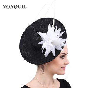 Sinamay kadınlar parti yarış büyük şapkalar kadınlar düğün fascinator headban beyaz tüy çiçek başlık saç tokası zarif bayanlar