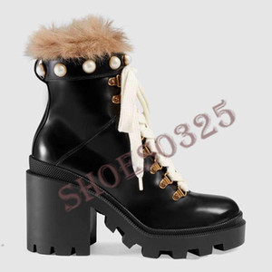2020Designer women Shoes Fashion British Boots Round Toe Martin Boots Buckle Strap Chunky Heel Round Toes Fashion Embroidered Ankle Boots000