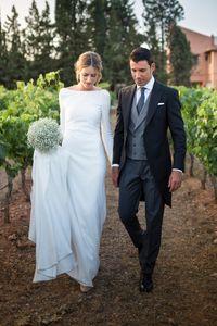 Elegant White Ivory Satin Wedding Dresses Long Sleeves Sexy Backless Simples Country Chapel Garden Bridal Gowns Court Train Vestido de novia