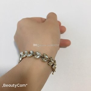 2019 New style fashion D bracelet metal letters hand chain ,for ladies collection luxurious design items jewelry accessories party gift
