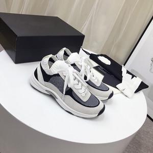 أحذية 2019 أحدث النساء أحذية رياضية الألياف تنفس مرنة متعددة الألوان أزياء النساء الأحذية الرياضية عارضة بيضاء