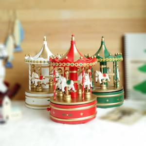 Рождественские украшения деревянной шкатулки вращающейся игра лошадь музыкальной шкатулка заводного движение Рождественского подарок дети