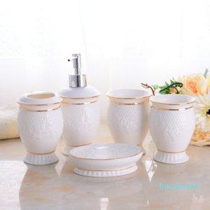 Creative Universal Bathroom Série 5PCS Fashion Brief Newlyweds New Home Céramique Salle de bains européenne Set Livraison gratuite rince-bouche