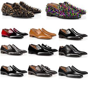 homens elegantes formal desgaste sapatos rebite preto, sapatos de casamento, de fundo plano do estilo da faculdade tendência pequenos sapatos de couro britânicos pontiagudas
