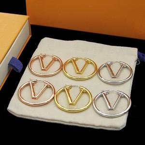 Europa américa estilo moda senhora mulheres ouro / prata-color hardware gravado v iniciais oco out brincos hooped m64288