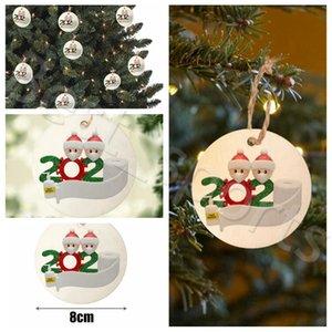 8cm Ronda de cuarentena impresión de la familia adorno de bricolaje de madera del árbol de Navidad Tarjetas de Navidad con la mascarilla de Papá pendiente árbol YYA478 300PCS