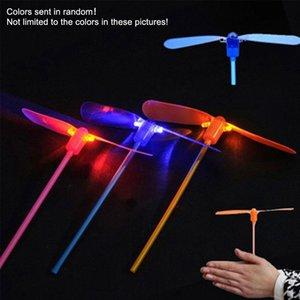 Cgjxs Haoxin extérieur Libellule en bambou Hélicoptère volant jouet créatif Nouveauté Led lumineux Night Glow Enfants cadeau Jouets volants couleurs au hasard