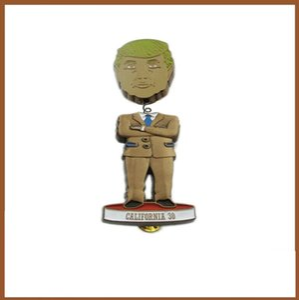 Trump знак Trump трясущейся головой Брошь Избирательной Trump сумка аксессуары футболки Воротник Знак партии Supplies благосклонности партии CCA12546