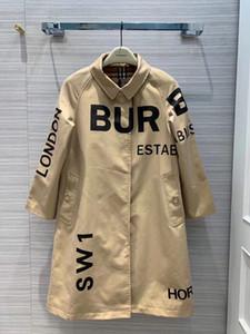 Escudo largo 2020 mujeres del diseñador de la capa de foso de la solapa de la pista de Milán cuello de manga larga de las mujeres del bordado de las mujeres 0907-1 Imprimir Coats