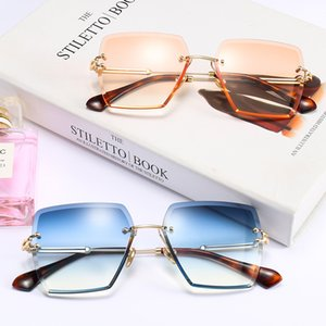 18600 rimless sunglasses gradient color film trimming square sunglasses 2018 new wave of European and American fashion glasses
