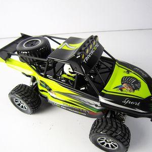 Nouveau produit voiture escalade cross-country Toy 01h18 modèle de charge voiture télécommande 2.4G télécommande sans fil pour le cadeau d'anniversaire de l'enfant