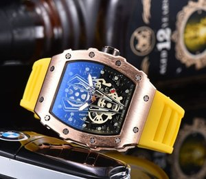 In 2020, the latest version of the skull sports have men's and women's leisure fashion quartz watch
