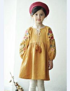 Robe Filles Fleurs brodé automne nouveaux enfants coton lin robe de princesse enfants Lacets Tassel manches bouffantes A4263 sur mesure drsss