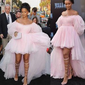 Новые сексуальные платья вечера партии платья Baby Pink Высокий Низкий Пром платья Off плеча Поэт рукава тюль Привет Low Red Carpet знаменитости платье