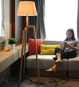 Estilo de tres pies de lámpara de piso nuevo chino Estudio Sala Dormitorio vertical Cafetería Solid Wood Floor Lamp Hotel Club sofá de la esquina de la lámpara