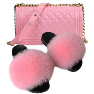 Großhandel Kette Crossbody Frauen Waschbär Hausschuhe Set Tasche Handtasche Bunte Geldbörsen Fellfolien Gelee Geldbörse mit Sandalen, um zusammenzupassen