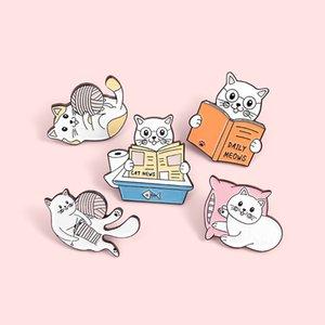 Docteur Cat Lecture de livres émail épinglettes balle Jouer Mignon Broches Badges Cadeaux Pins Mode pour amis Bijoux