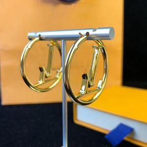 2021 Vente chaude Mode Gold Hoop Boucles d'oreilles pour Lady Femmes Parti Boucle d'oreille Nouveaux amateurs de mariage Bijoux de fiançailles cadeaux pour la mariée
