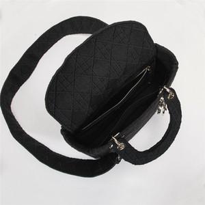 Ricamo 2020 Lady Bag spalla larga strape Moda grata di diamante Lettera D Handbag Soft frizione delle donne caldi di vendita le borse della signora Totes Maniglia
