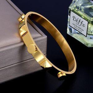 Jinhui Luxury Steel Steel Big Rivet Gold Pyramid Brazalete Brazalete para hombres Mujeres Bodas Gift1