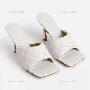 2021 летние новые на высоком каблуке мягкие сандалии женщины спина 40-42 Большой размер мода квадратная головка женской обуви