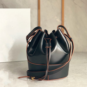 A new bucket bag Round body with drawstring design practical Calfskin base Meet the hand carry Cross - slung multiple back method