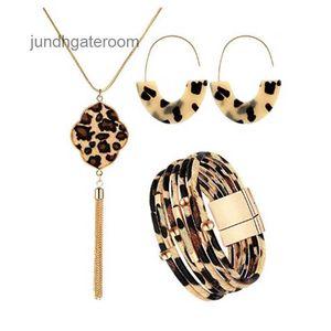 Pulsera de cuero con hebilla magnética de leopardo con abalorios con pulsera de cuerda de cuero y pulsera de tubo de cobre
