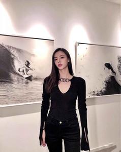 Styliste de mode pour femmes Tees Simple 2020AW High Street Wear Knits avec chaîne Simplement style à manches longues col en V Slim Femme Top 2 Couleurs S-L