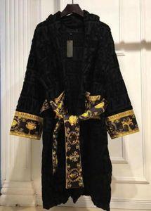 Дизайнерская одежда Классическая буква печатание мужские спящие одежды 100% хлопок воротник из хлопка 5а качественные женщины одевает популярные халаты для ванны черный белый