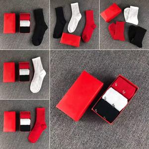Donne calze Street Street Hip-Hop Lettera Calzini All'aperto Tempo libero Sport Cotton Sockens Womens Wear Coppia Mid Calze 3Pairs / Box Spedizione gratuita