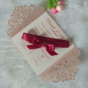 Rosa personalizado luz de impresión invitación de boda de corte láser con la cinta de Borgoña de bricolaje Las invitaciones para la fiesta de quinceañera de negocios de cumpleaños