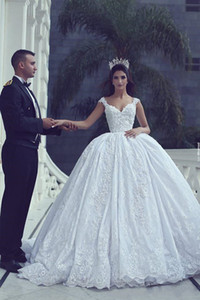 جديد أنيق موردن الأبيض الكرة بثوب الزفاف فساتين V الرقبة يزين دبي الفاخرة أثواب الزفاف الأميرة أثواب الزفاف
