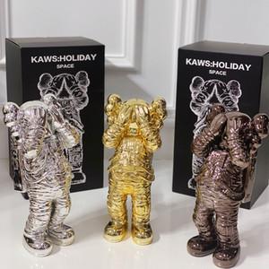 Trendy KAWS Holiday Espace Figure Garage Kit galvanoplastie Processus Blindfold Posture astronaute Doll Décor Ornements de table