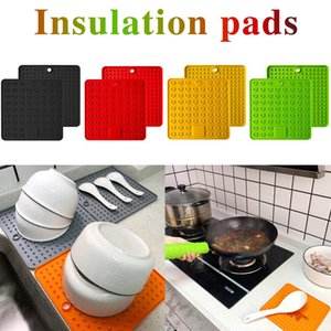 New Practical Silicone Holder Mat Kitchen Heat Non-slip Resistant Trivet Pot Tray Straightener Kitchen Tools