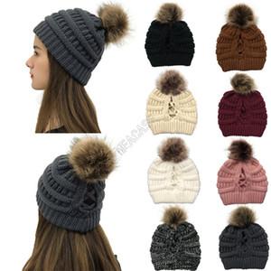 Diseñadores de moda Hecha de punto Sombrero de invierno para mujer Pom Beanie Brand Crochet Knit Slouchy Ski Ski Cap Criss Cross Hollow Out Black Hats D102706