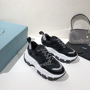 2021Top New Man Walking Sneakers Hombres Mujeres Negro Rojo Casual Zapatos Moda Paris Zapatillas Rx201213