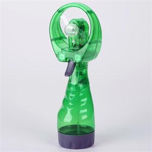 Spray de agua Mini Fan a mano batería de mano pequeños fans de viaje mango de verano deportes de verano regalo al aire libre unisex creativo 6 87zx H1