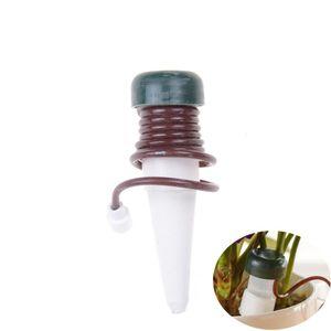 1PCS البلاستيك التلقائي = الرئيسية الذاتي -Watering تحقيقات داخلية نظام الري التلقائي ل houseplant المسامير لمصنع