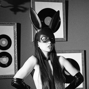 Glitzernde weiß nass Kaninchen langen Ohren Bondage BDSM schöne Frau Weihnachtsfeier Maske sexy Kosmetik