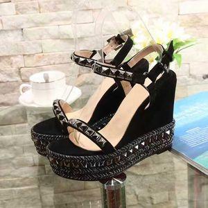 Mujeres sexy tacones altos remaches Sandalia Partamentos de cuña Plataforma Sandalias Fashion Damas Wedge Cataclou Sandalias Sandalias Picos Rivets zapato tachonado con caja