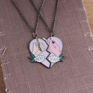 2pcs set Cigarette Lighter BEST BUDS Necklace Friendship Necklaces Enamel Pink Broken Heart Pendant BFF Jewelry Collares1