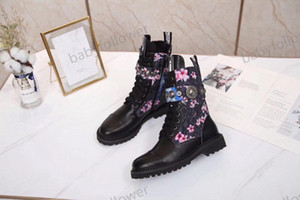Fashion Lady Martin Boots Fashion Flamingo Love Arrow Medal Leather Rough Desert Boots Winter Leather Luxury Women's Shoes