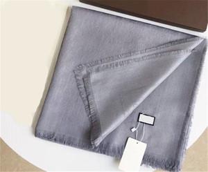 Marke Schal Mode glänzende Goldgewinde Jacquard Wollschal Dreieck Wrap Schal Schal Größe 140 * 140