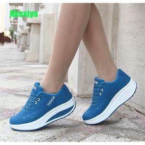 Akexiya Mulheres Sneakers impermeável respirável Shoes Cunhas Plataforma Vulcanize Mulher PU Leather Casual Shoes tenis feminino 201105